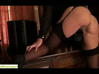 Groß breasted cougar leigh darby fingern