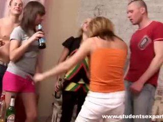 Hard rod diddles babe en cums in mond video-