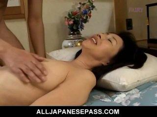 Makiko miyashita सकिंग हेरी कॉक.