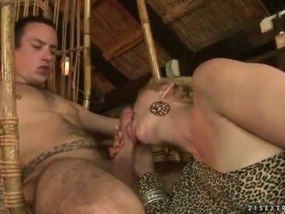 Баба и момче enjoying горещ секс