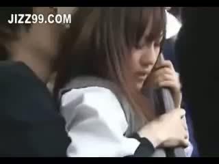 ญี่ปุ่น เด็กนักเรียนหญิง น้ำแตก ระยำ บน รถบัส 02