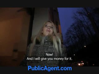 Publiek agent fucks blondine slet dominica