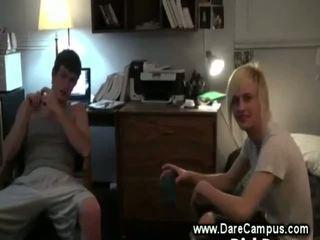 Hongerig hogeschool guy eats guy piemel