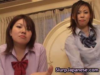Japānieši sieviete dejošas piespiedu līdz zīst loceklis porno saspraude