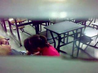 Ascuns camera bj la the sala de clasa