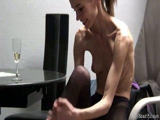 Seksuālā bony anorexic vājas skaistule pozējošas