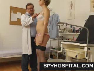 Starsze gyno medic z a ukryty kamera