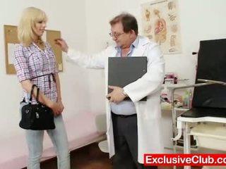Blondýnka bella morgan návštěva gynoclinic na mít ji p