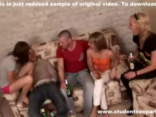 Babes open mouths en eten sperma video-