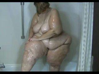 Pieauguša korpulentas brunete takes a duša un washes viņai gigantic dimply pakaļa - bezmaksas porno sekss video - pakaļa