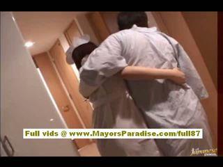 Rio hamasaki asiatisch krankenschwester im uniform gets muschi licked