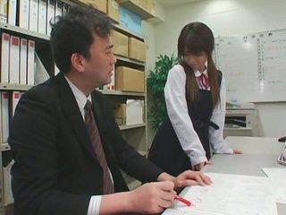 Facial cumshots op aziatisch schoolgirls