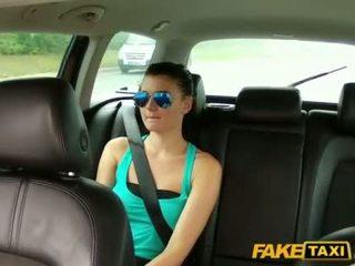 Guapa scarlet banged con un cab driver