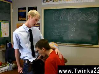 Boys video- gays ace sterling stands bij de