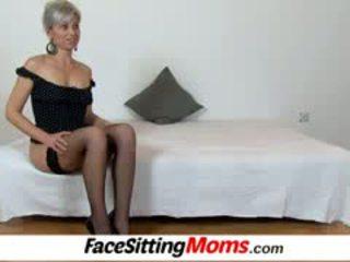 Beate o fierbinte picioare mama baiat facesitting și pasarica eating