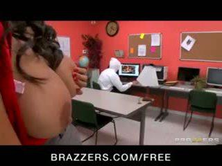 جنسي big-tit اتينا أمين المكتبة missy martinez مارس الجنس شاق في عمل