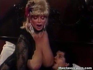 Blondine slet met groot tieten fucks guy