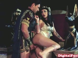 Cleopatra fucking another roman dude