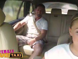Femalefaketaxi masiven prsi cabbie wants tič na the zadnji sedež video