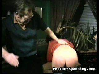 2 女孩 處罰 由 two men 和 每 其他.
