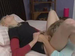 在线 猫舔 所有, 看 卧室, 不错 女同性恋