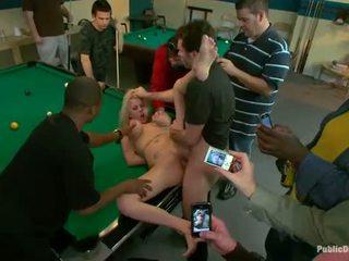 Jenter sende inn til sex slave
