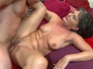 Бабуся gets грубий секс з молодий збуджена хлопець: безкоштовно hd порно 31