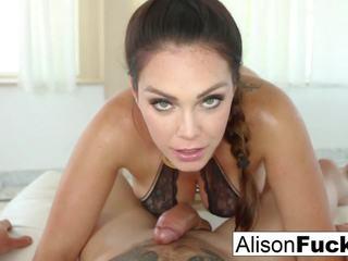 Alison tyler gives een sexy klap baan met titty neuken