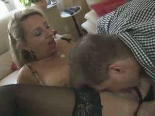 Caliente pierced alemana mamá con agradable tetas follada duro