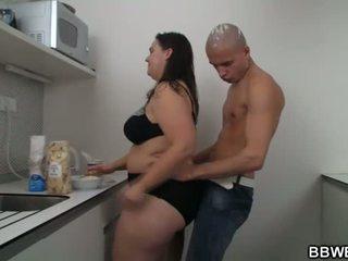 Seksi wanita gemuk cantik seks di itu dapur