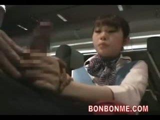 Stewardess gives afrukken pijpen en geneukt