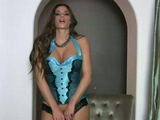 Lusty magnifique madelyn marie gets trop chaud à manipuler en son scorching lingerie