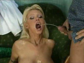 Piss: Pornstar Vivian Schmitt aka Anna...