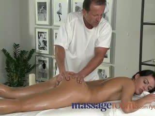 امرأة سمراء, الجنس عن طريق الفم, ودية أنثى