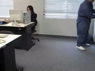Molested نائم مكتب سيدة
