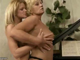Гаряча і сексуальна підліток дівчина лесбіянка секс відео