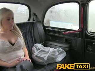 Faketaxi grande tetas loira has quente sexo com taxi driver