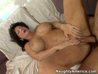 Napalone mamuśka deauxma gets a świeży load z sperma w jej usta