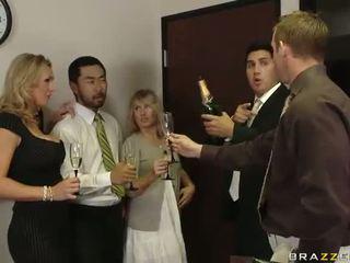Βρετανικό μητέρα που θα ήθελα να γαμήσω tanya tate having σεξ σε ο γραφείο βίντεο