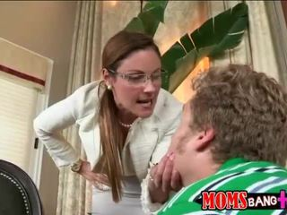 Ava hardy betrapt door haar stiefmoeder neuken