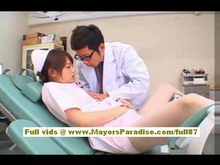 Akiho yoshizawa sexy ázijské sestrička enjoys teasing the doktor
