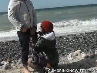 Slutwife marion creampied tarafından çok strangers üzerinde sarılı beaches