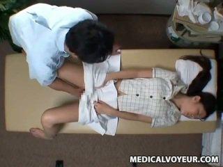 Spycam reluctant feleség seduced által masseur