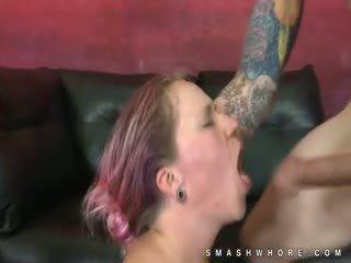 Dyed haar punk extreem ruw oraal seks