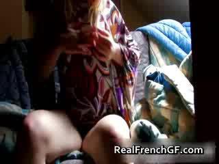 Bigtit ranskalainen tyttöystävä fingers ja tastes hänen
