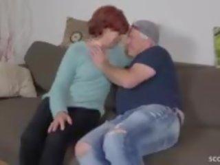 sperme dans la bouche, grand-mère, mamie