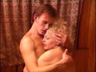Moden kvinde & ung fyr (6 - російська порно & датчанка назва)