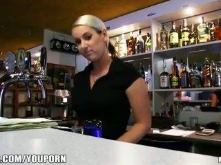 Incredibly gyzykly çehiýaly blondinka is paid to take a sikiş break at work