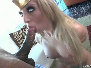 Angelic blond jaelyn fox suu kinnitoppimine onto the šokolaad tool