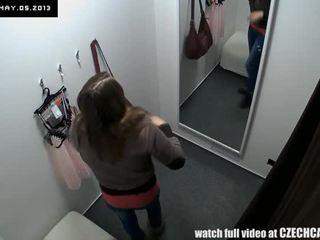 Beutiful tieners publiek voyeur in shopping mall comp